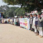 টাঙ্গাইলে নদী খননের প্রতিবাদে কৃষকদের মানববন্ধন